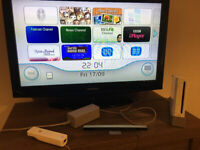 Nintendo Wii bundle (console + WiiFit + 5 games, including Metroid and Fifa12)