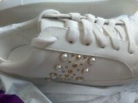 New Ladies/girls trainers size 5