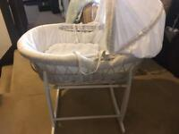 Moses basket beautiful and rocking stand