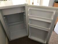 Fridgemaster Fridge/freezer - in good condition, working as it should.