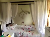Single bed four poster hardly used high quality great for girly girls 🎀