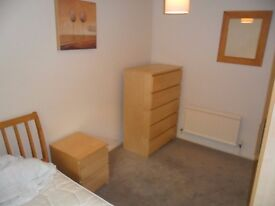 DOUBLE ROOM TO LET IN WEST READING, SINGLES ONLY.PARKING, BILLS INCL, WIFI, LOUNGE, WEEKLY CLEANER,