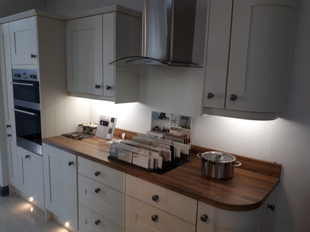 Rockfort Ivory Shaker kitchen and appliances FIRST COME FIRST SERVE ...