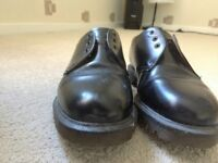 DR MARTIN SIZE 8 SHOES