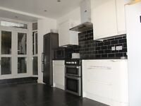 5 min to station, Kingsize Bedroom for single person, Bills Included, 3 toilets