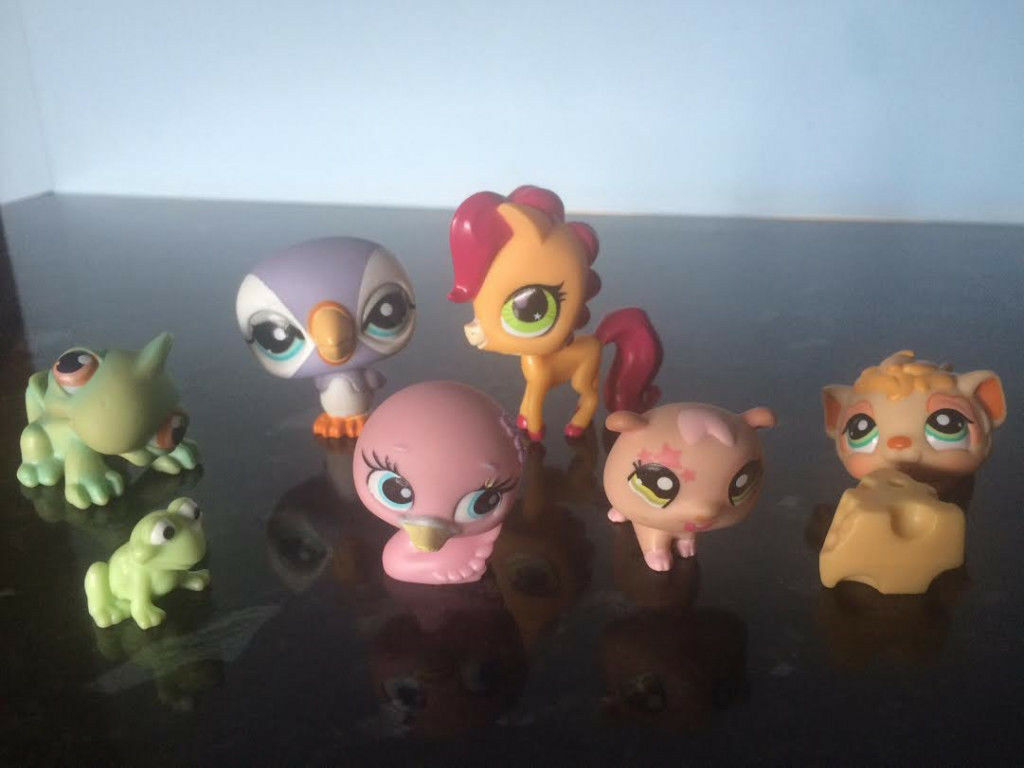 Littlest Pet Shop (LPS) bundle/collection of 6 LPS figures & playset, with random accessories
