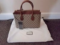Unused in original packing GUCCI Linea A GG Supreme Tote bag with receipt.