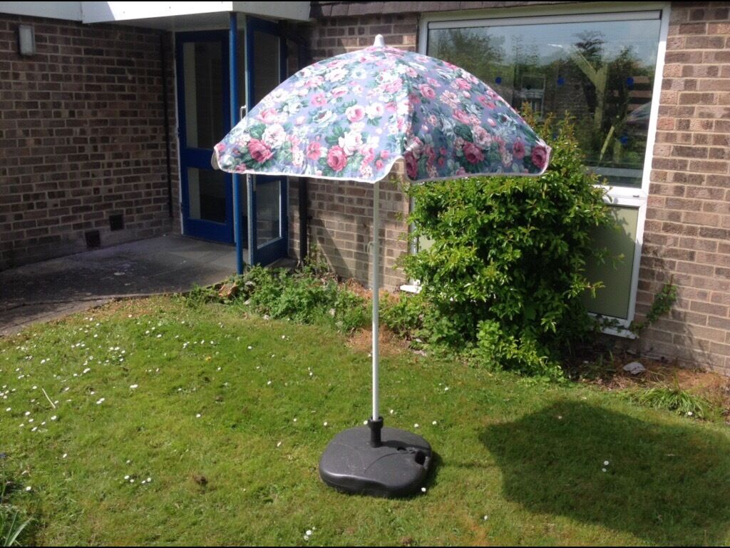 X2 Garden parasols with stands