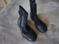 BODY GLOVE SURF BOOTS. BLACK. SIZE 7