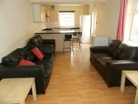 Rooms Available in 8 Bedroom Property, Mackintosh Place (Students)