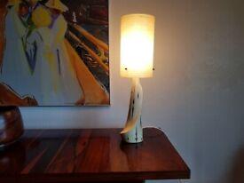 VINTAGE MID CENTURY ITALIAN DESIGN STLISH CERAMIC BASE FIBER SPUN SHADE TABLE LAMP MCM RETRO HOME