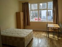 Recently refurbished ground floor studio with separate kitchen diner, situated in Holloway London N7