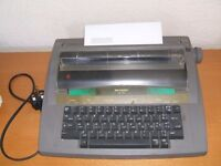 Typewriter Sharp QL 110. Portable. In working order ! Ribbons still available.