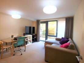 Large 1 bed in a new devoplement with outside space minutes to Finsbury Park Station.