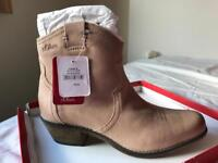 New taupe suede boots size7 uk
