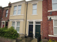 HUGE 2 bedroom flat. PLUS 2 Loft ROOMS Large Kitchen. Guarantor required. NO BOND £130.00pw