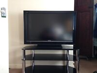 2008 SONY KDL40V3000 LCD TV with Black Glass Stand.