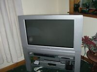 """PHILIPS 32PW6518 32"""" COLOUR TV WITH MATCHING STAND & PANASONIC FREEVIEW BOX"""
