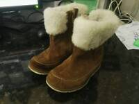 Clarks size 6 1/2 f toddler boots