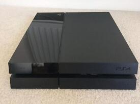 Sony PlayStation 4, 500GB + 2 controllers, charging dock and game