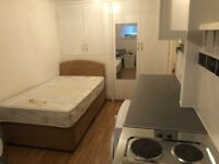 SB Lets are proud to offer this fully furnished studio flat close to Fiveways. ALL BILLS INCLUDED!