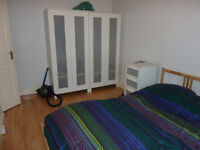 2 Bedroom flat in a Purpose-Built block 1st floor/Part Furnished
