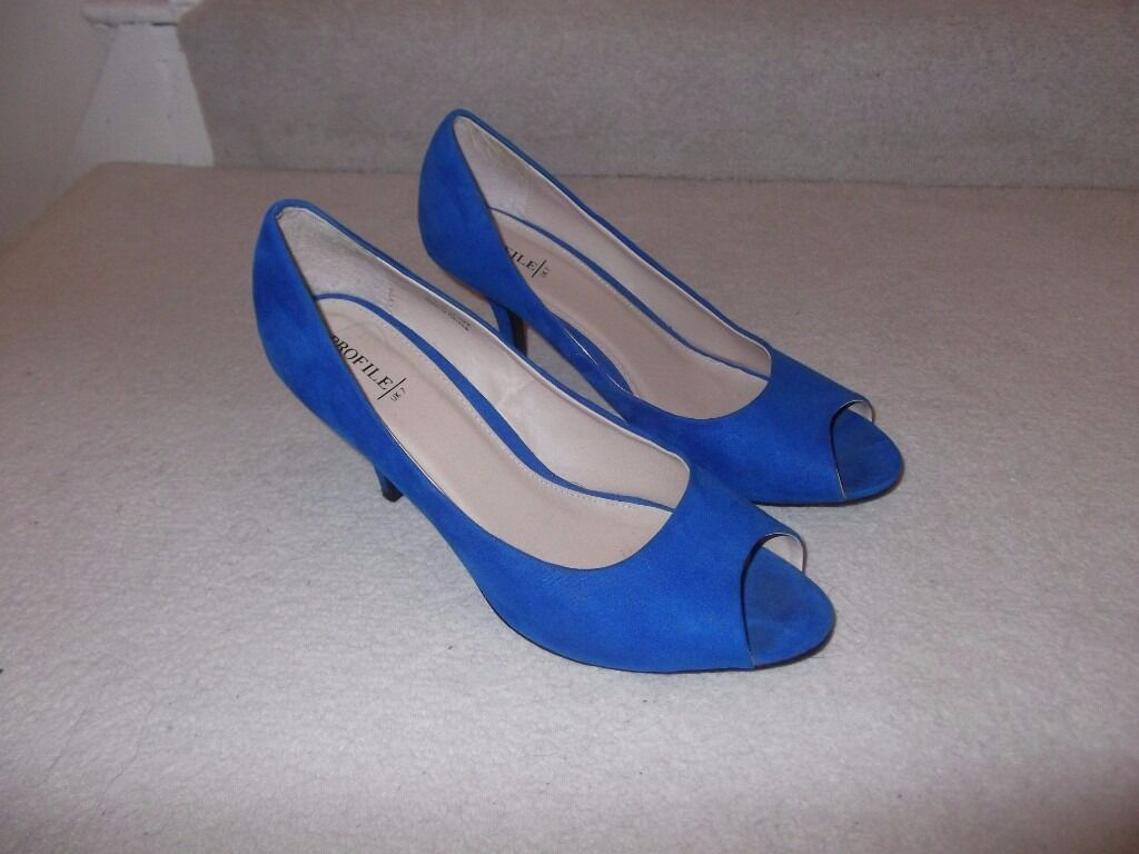 Size 7 Blue heels