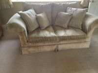 Traditional style fabric suite . Good condition