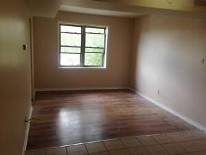 ***COME ON DOWN!!! The price is right for this unit! *** 897B3