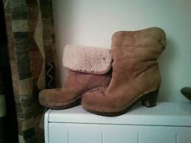 Size 7 Genuine Ugg boots