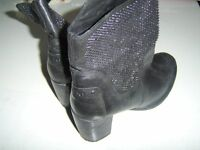 BOOTS SIZE 7 ALL LEATHER