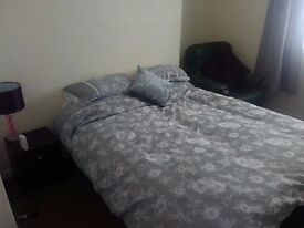FULLY FURNISHED DOUBLE ROOM, CENTRAL WSM, KITCHEN, SHOWER ROOM, SAFE & SECURE £80 PER WEEK ALL INC.