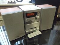 SONY MICRO CD/MP3 HIFI WITH SPEAKERS AND REMOTE CONTROL