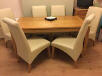 Harveys 6 seat oak veneer dining table. Excellent condition