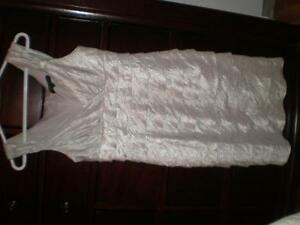 White fancy dress for woman (small size), Robe pour femme West Island Greater Montréal image 2