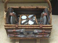Wicker picnic hamper - 4 person
