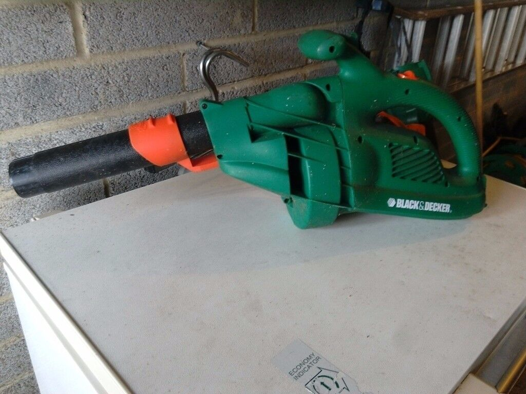 Leaf blower black and decker light to use powerfull with long lead vgc gwo
