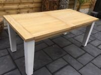Large Solid Light Oak Extending Dining Table, Excellent.