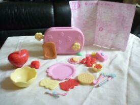 Fifi and the Flowertots Breakfast set, complete with instructions but isn't boxed talking toaster