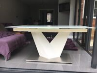 High gloss white extendable dining table