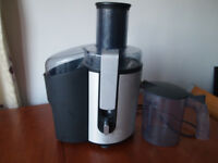 Philips HR1861 juicer , aluminium centrifugal 700 watts used but good condition
