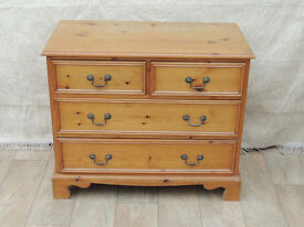 Traditional chest of drawers with metal handles (Delivery)