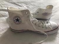 Size 8 white converse brand new!!