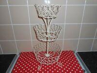 CREAM METAL 3 TIER CAKE/FRUIT STAND