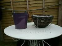 Hanging baskets & plant buckets