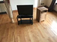 24 inch flatscreen and TV unit