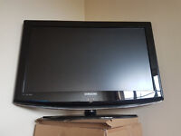 Samsung 32 Inch TFT TV LE32R87BDX/XEU Spare or Repairs (broken screen) FAULTY