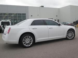 2014 Chrysler 300C AWD! V8! Leather! Sunroof! Luxury! London Ontario image 4