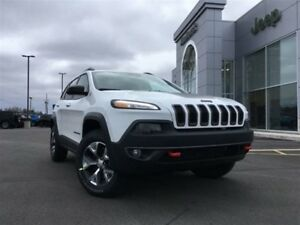 2018 Jeep Cherokee Trailhawk 4X4 V6 HUGE SAVINGS - LIKE NEW