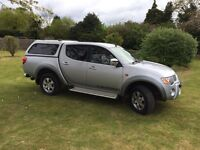 Mitsubishi warrior l200 2006 on a 56 plate.top of the range automatic all leather seats